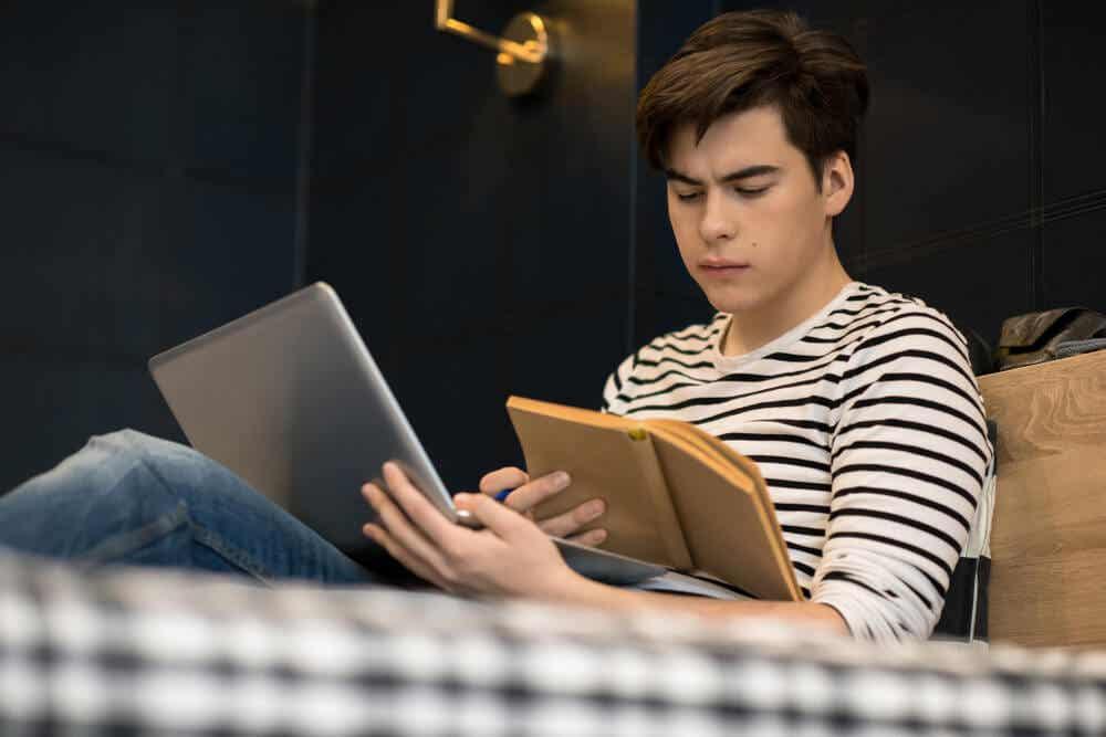Los beneficios de escribir a mano incluyen la lectura
