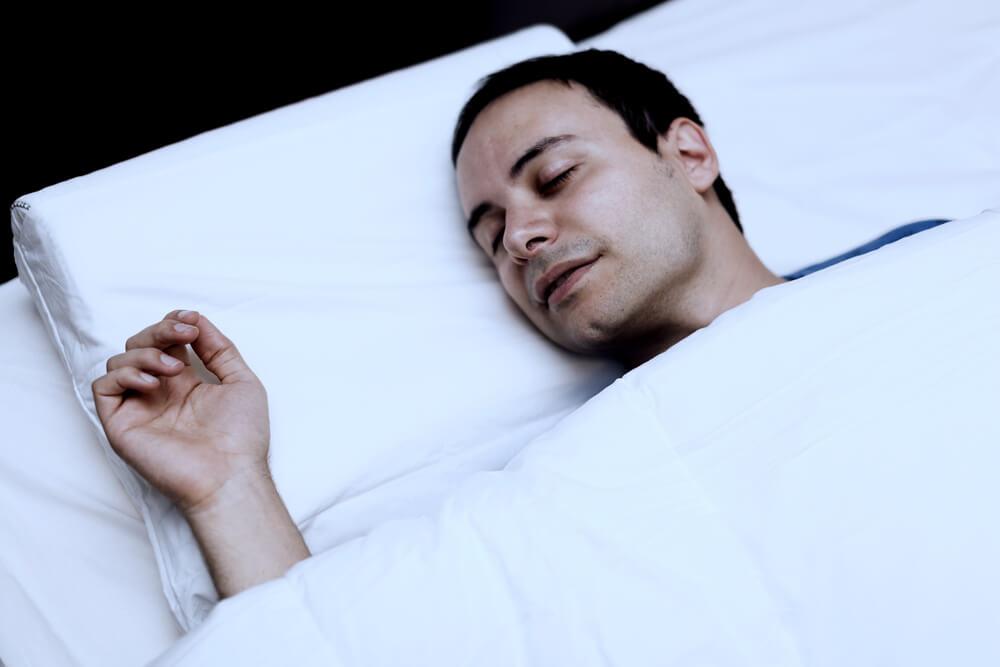 hombre con sueño durmiendo