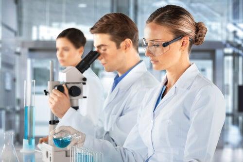 científicos laboratorio