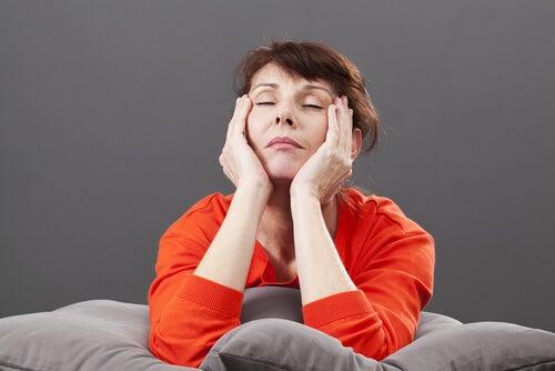 Mujer cansada menopausia