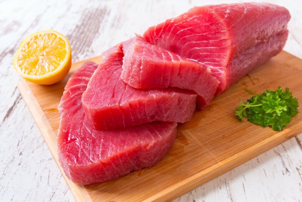 Trozo de atún rojo.