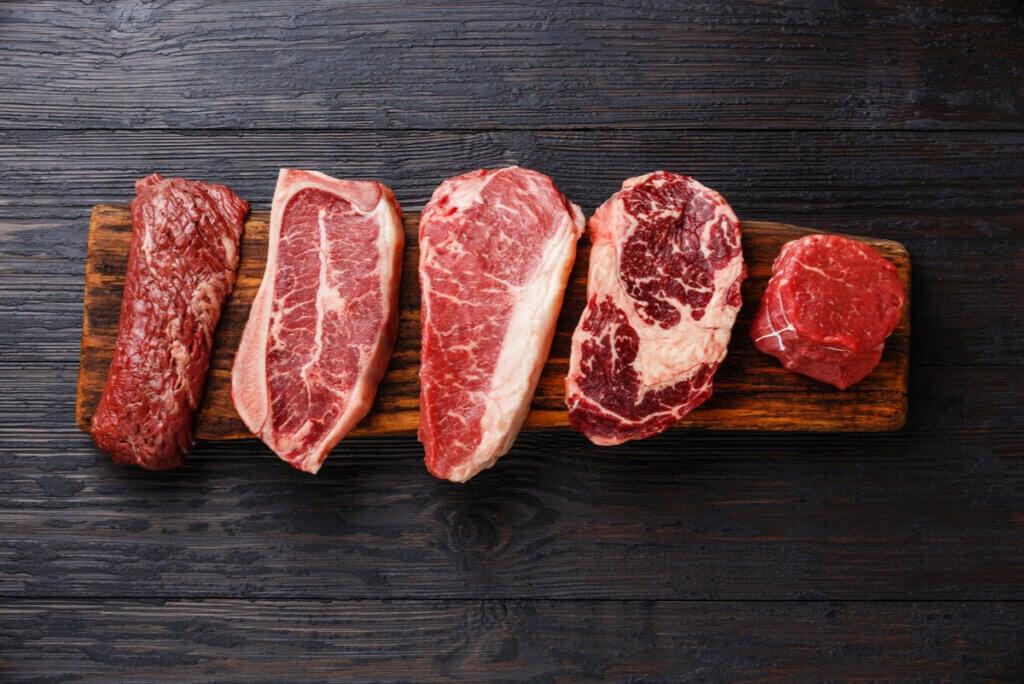 Carnes rojas ricas en zinc y magnesio.