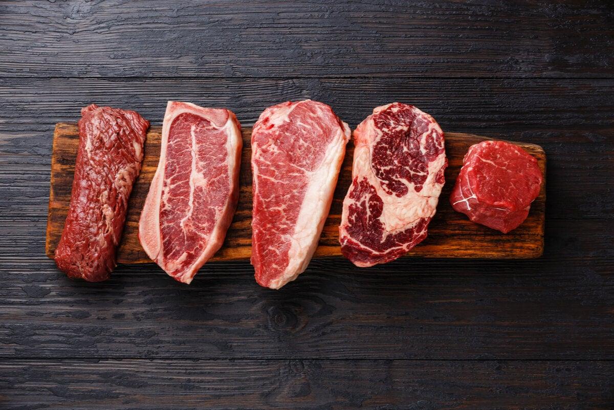 Carnes en varios cortes para la dieta cetogénica.