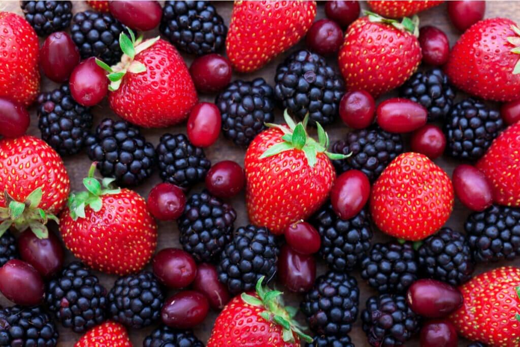 Frutos rojos con antocianinas.