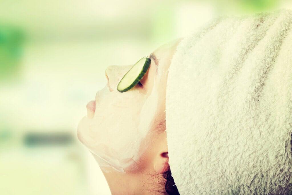 Mascarilla facial para acné durante el embarazo.