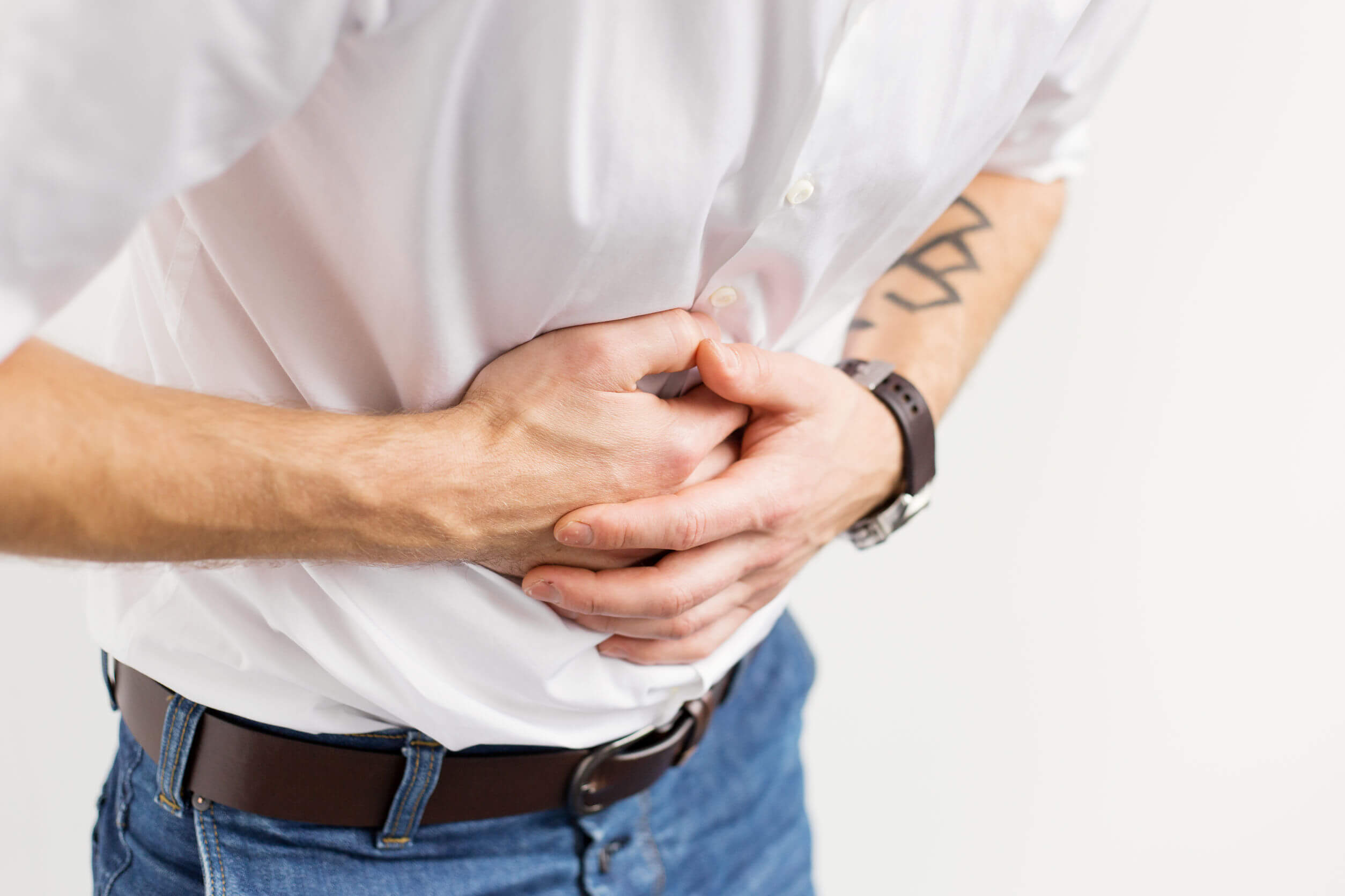 Abdominal pain is synonymous with punctures in the belly.