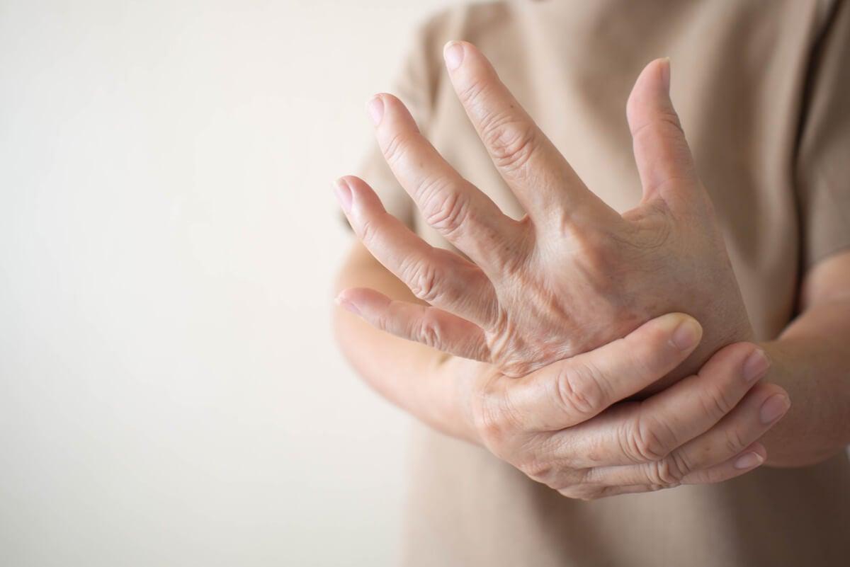 Pregabalina para el dolor crónico en las manos.