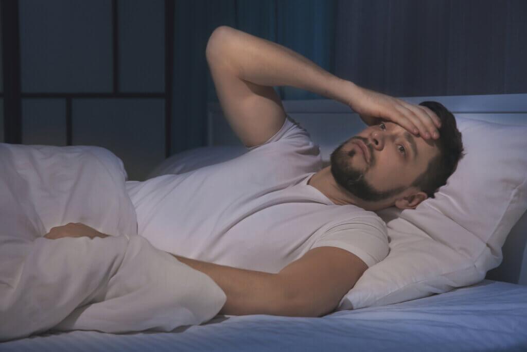 Hombre con insomnio por sertralina.