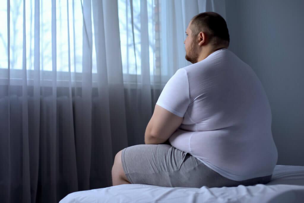 Hombre obeso con hipersomnia.