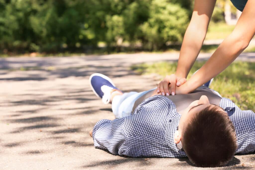 Reanimación cardiopulmonar (RCP): ¿cómo hacerla en adultos?