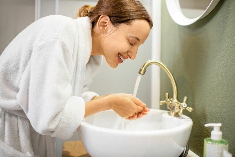 ¿Cómo limpiar la cara? 15 pasos