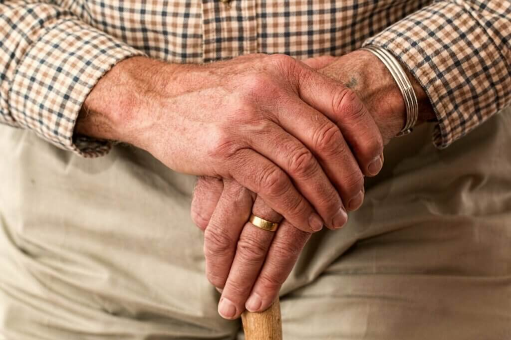 Anciano con posibilidad de caída por clonazepam.
