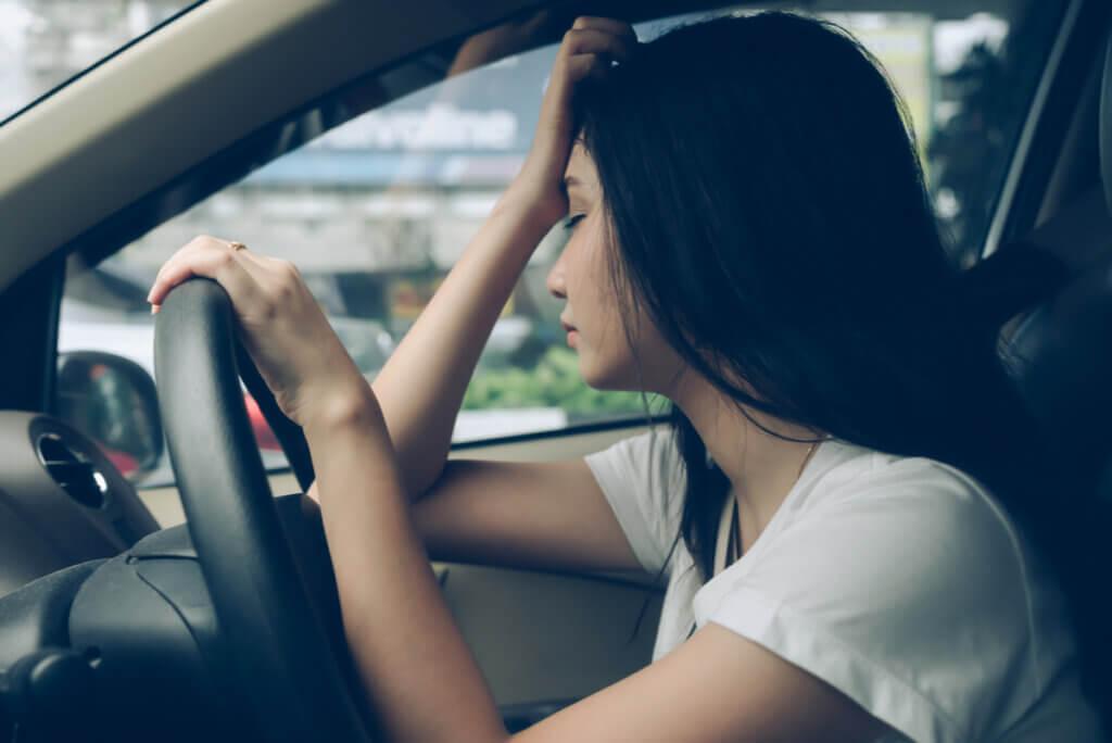 El peligro de la somnolencia al conducir.