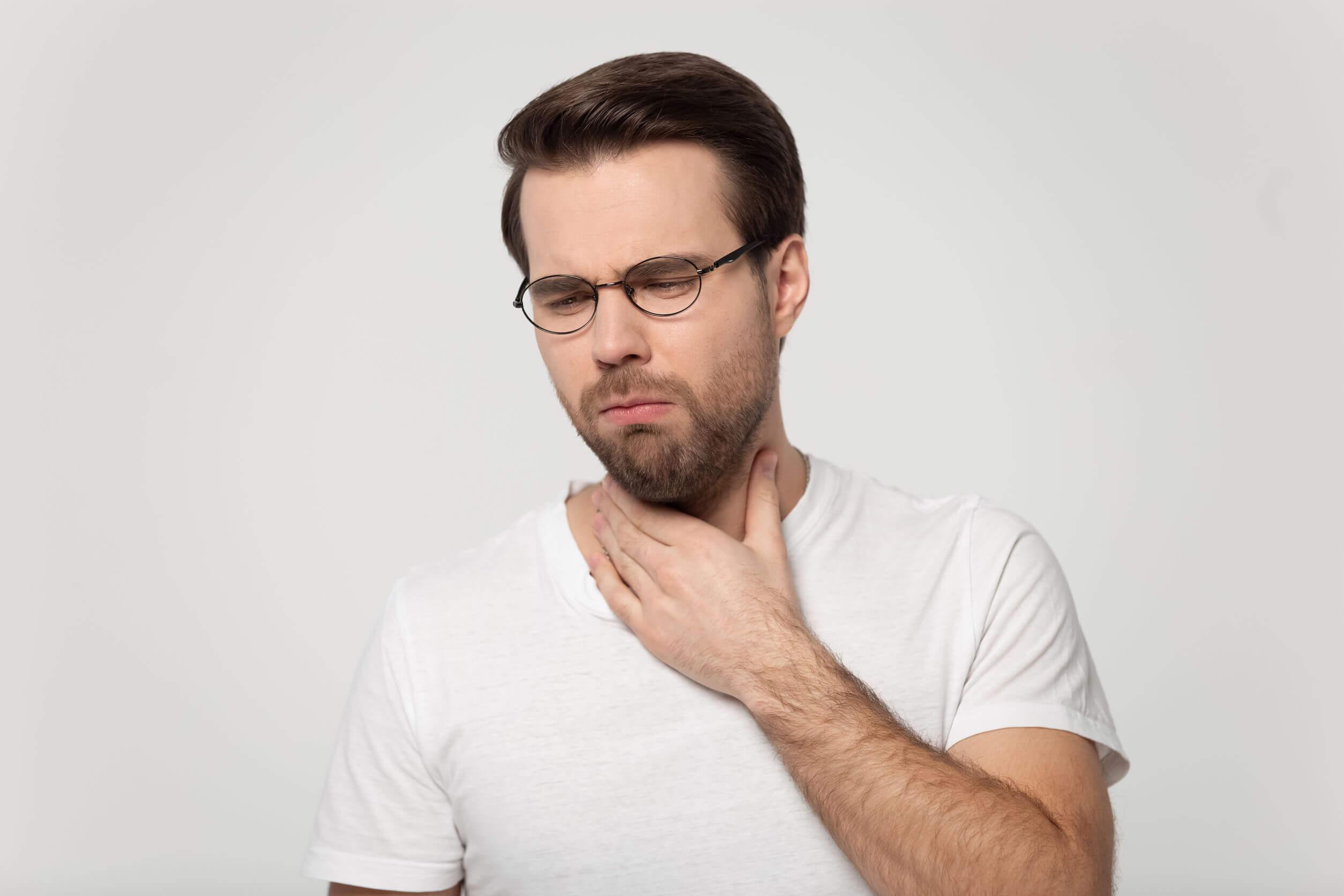 La amigdalitis ocasiona dolor.