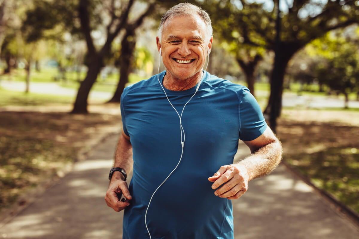 El tratamiento de la enfermedad de Alzheimer incluye la realización de actividad física regular