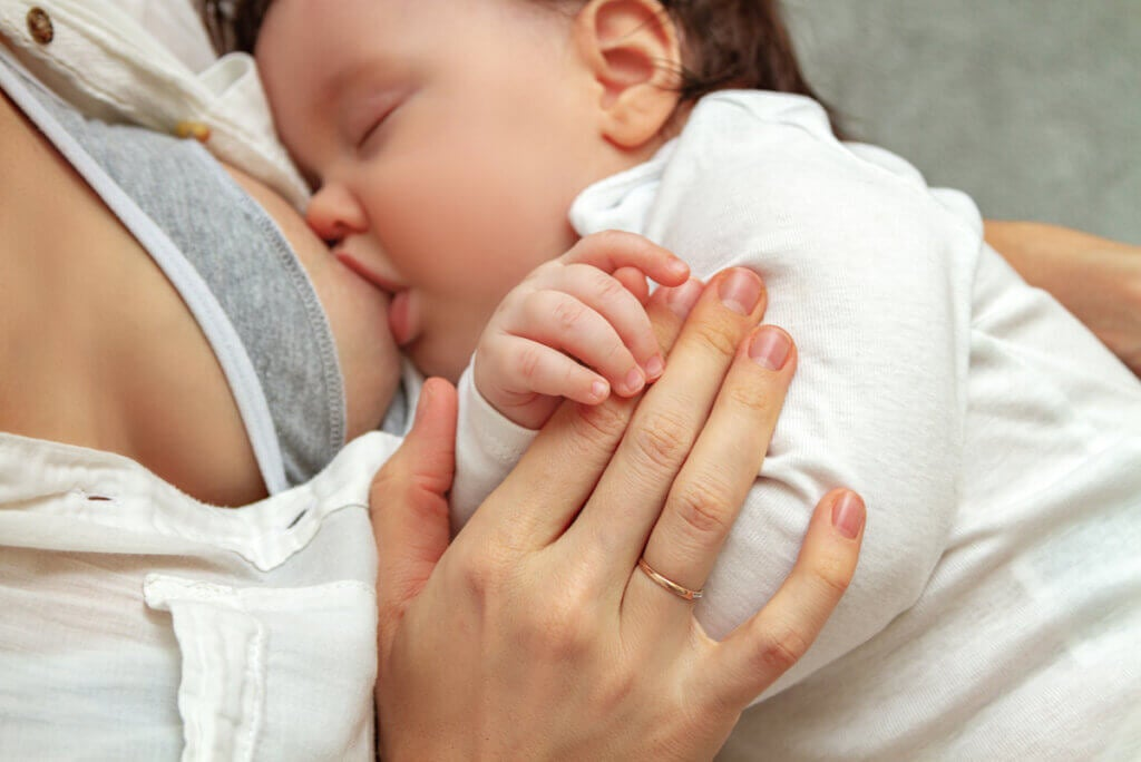 Lactancia materna normal sin galactorrea.