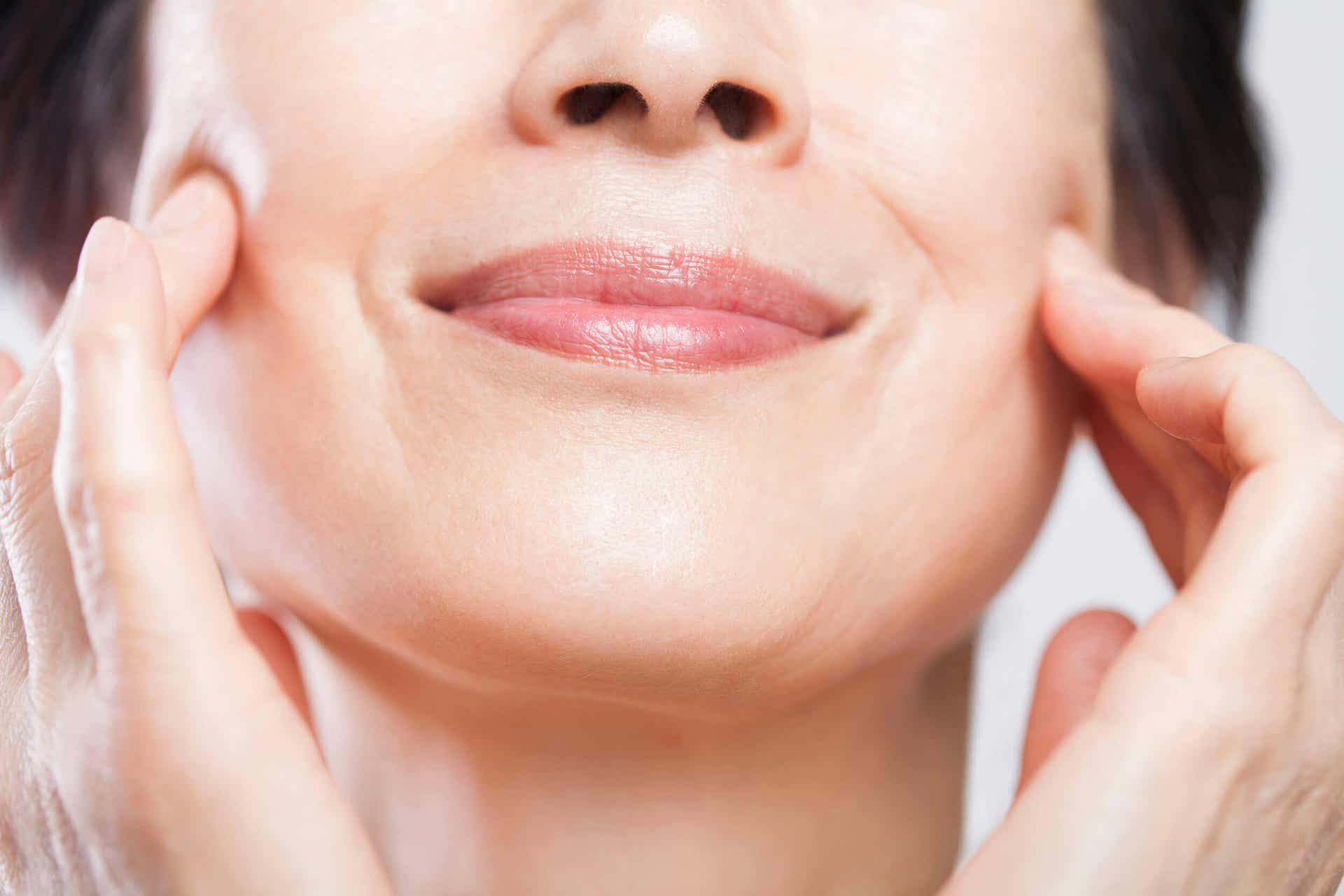 Los beneficios de dejar de fumar incluyen mejorar la apariencia de la piel