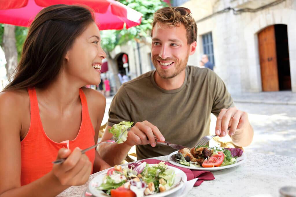 Restaurante que provoca infección por salmonela.