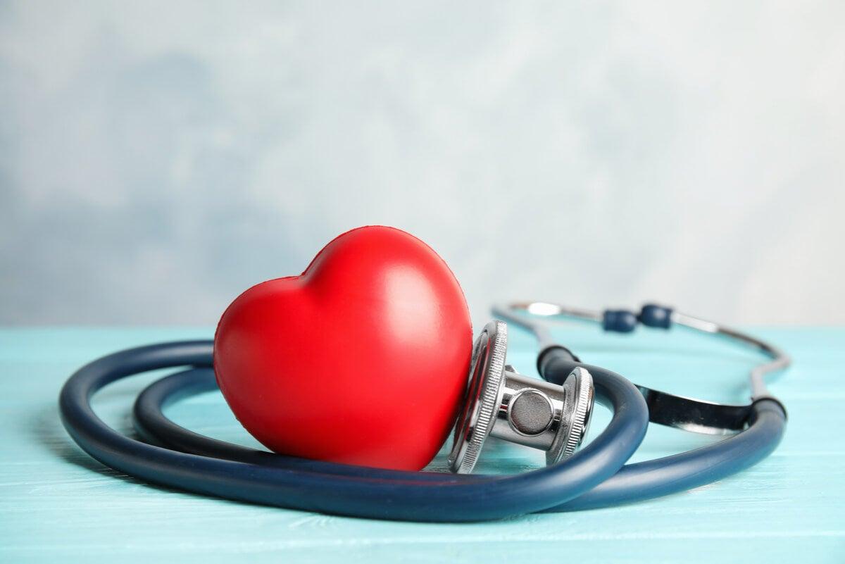 La hipertensión pulmonar tiene que ver con el corazón.