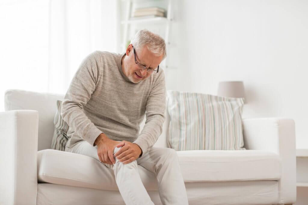 Dolor en la rodilla por artritis.
