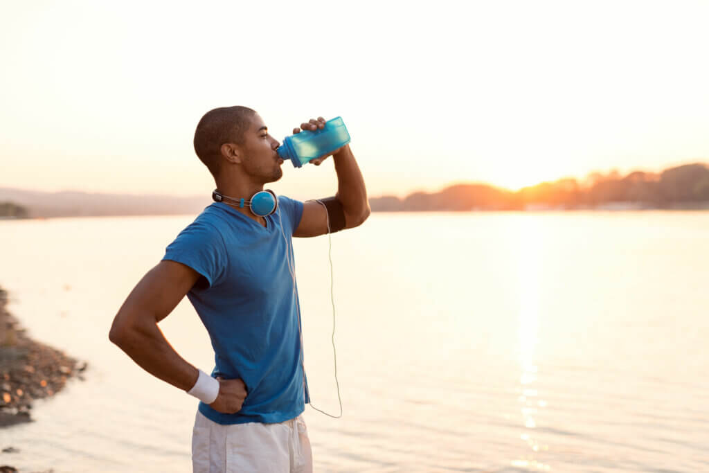 One of the fundamental pillars of sports nutrition is hydration.