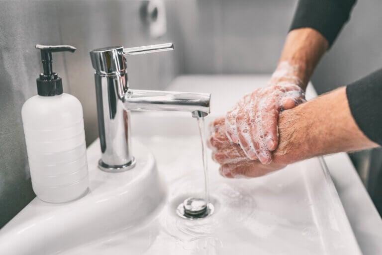 Lavarse las manos: cuándo y cómo hacerlo