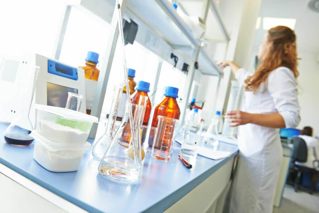 Medicamentos desarrollados en un laboratorio.