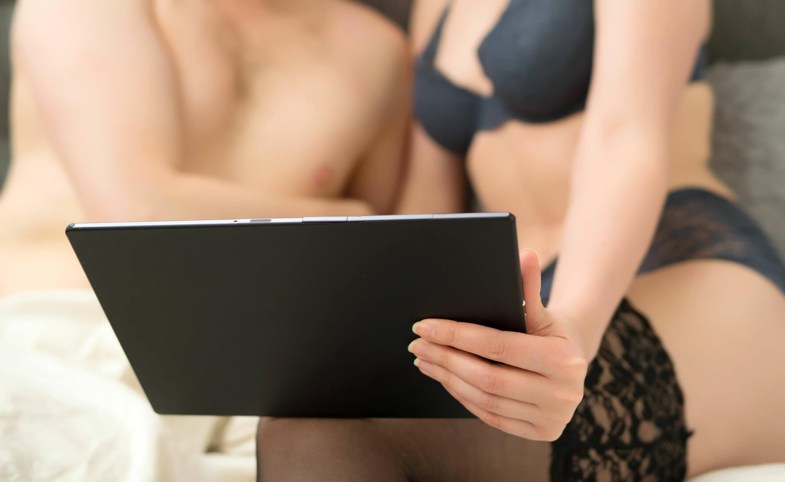 Entre los mitos de la sexualidad más importantes se encuentra la visualización de pornografía por parte de las mujeres.