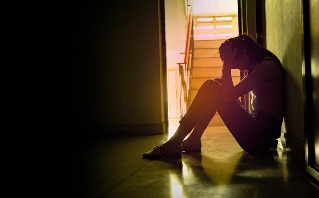 Entre los efectos del estrés en el cerebro está la depresión.
