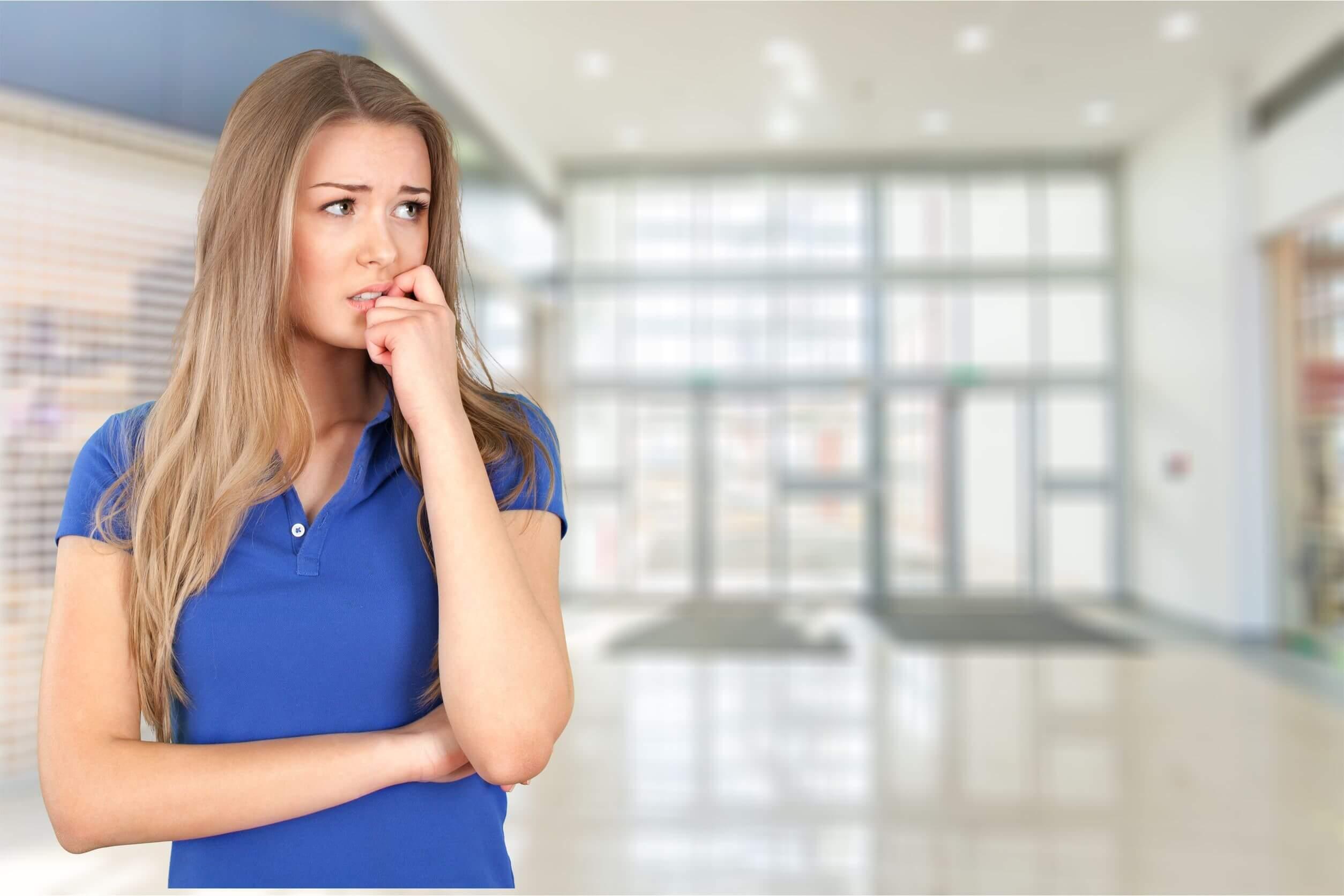 El trastorno de evitación experiencial tiene síntomas relacionados con una crisis de ansiedad.