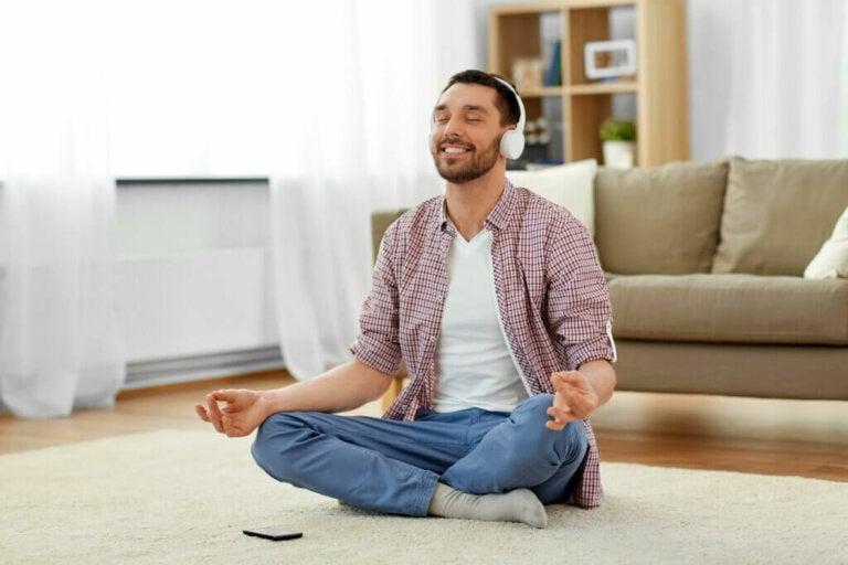 O que é o ASMR e por que é relaxante?