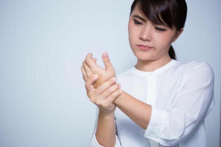 Scricchiolio delle articolazioni: a che cosa è dovuto?