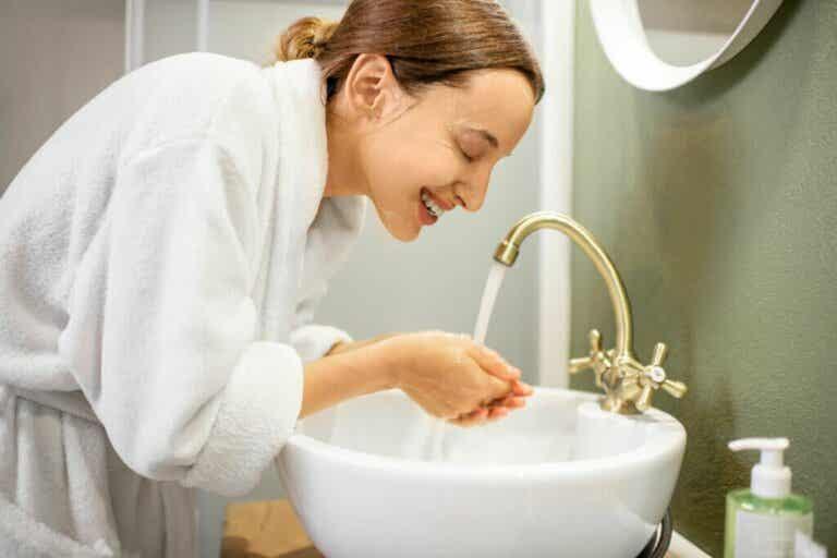 Comment nettoyer votre visage? Routines de jour et du soir