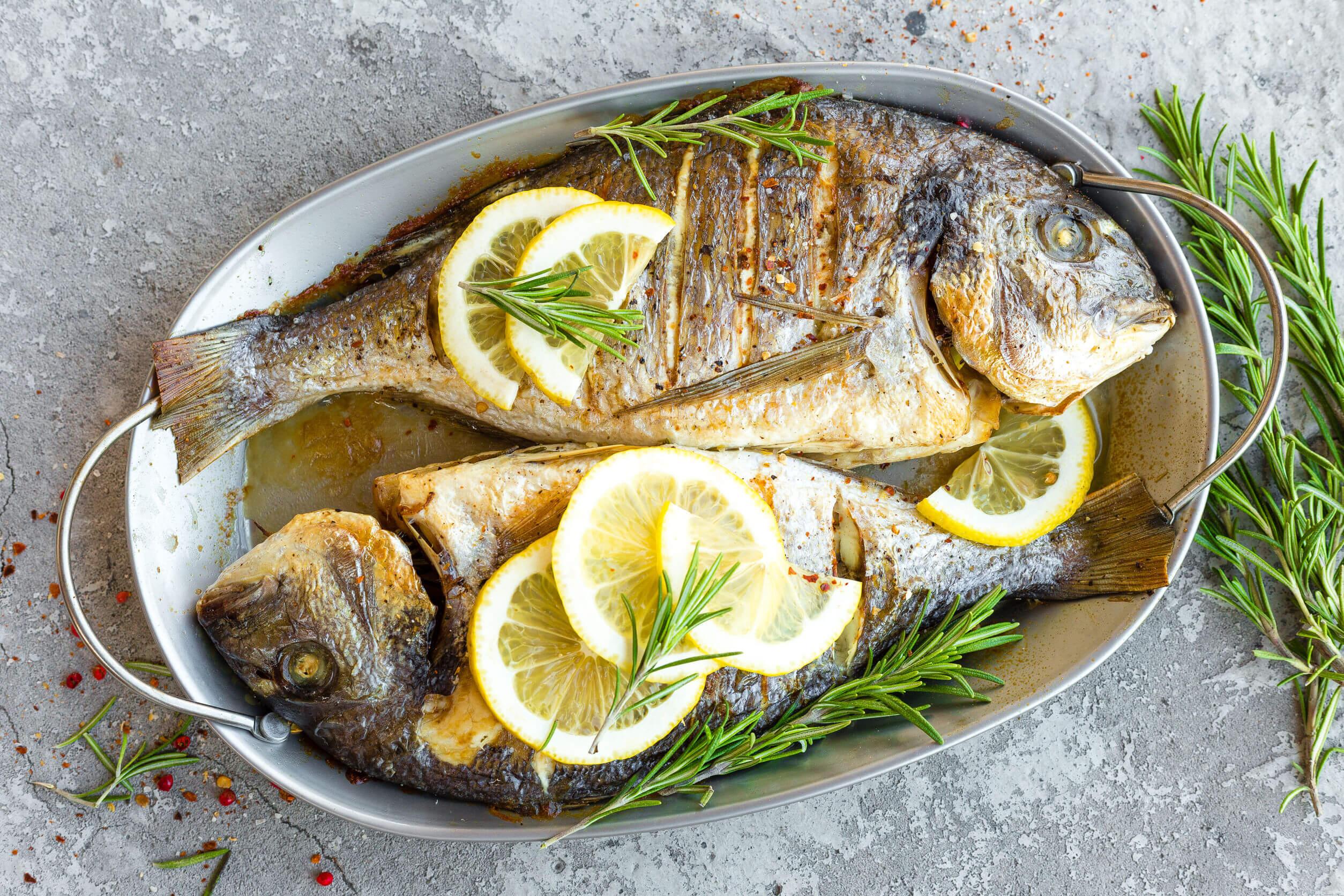 Le régime méditerranéen comprend généralement du poisson.