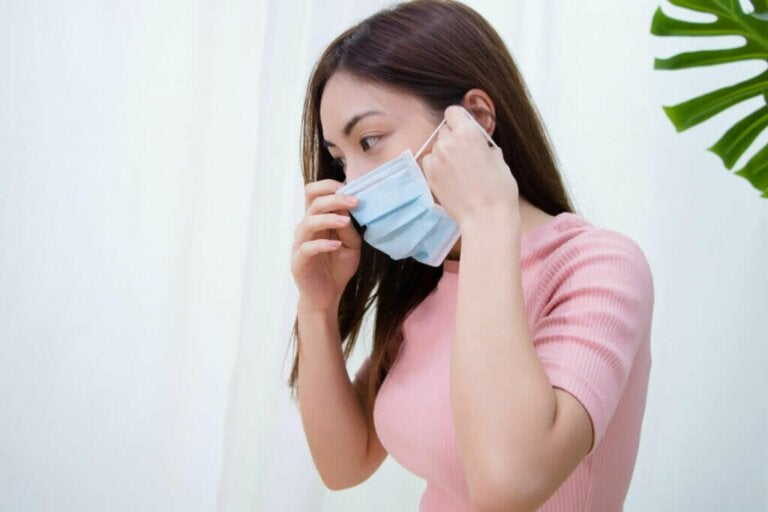 Maskne: What Is it and How to Treat It?