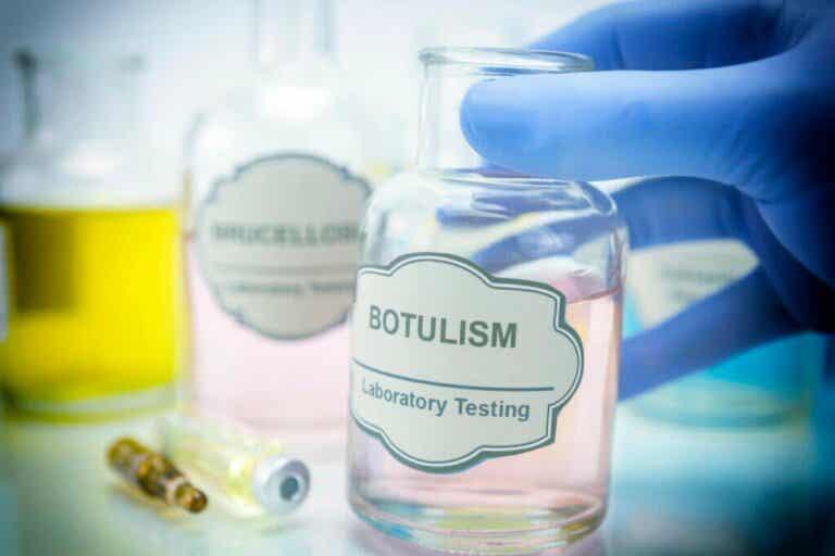Botulisme: symptômes, causes et traitement