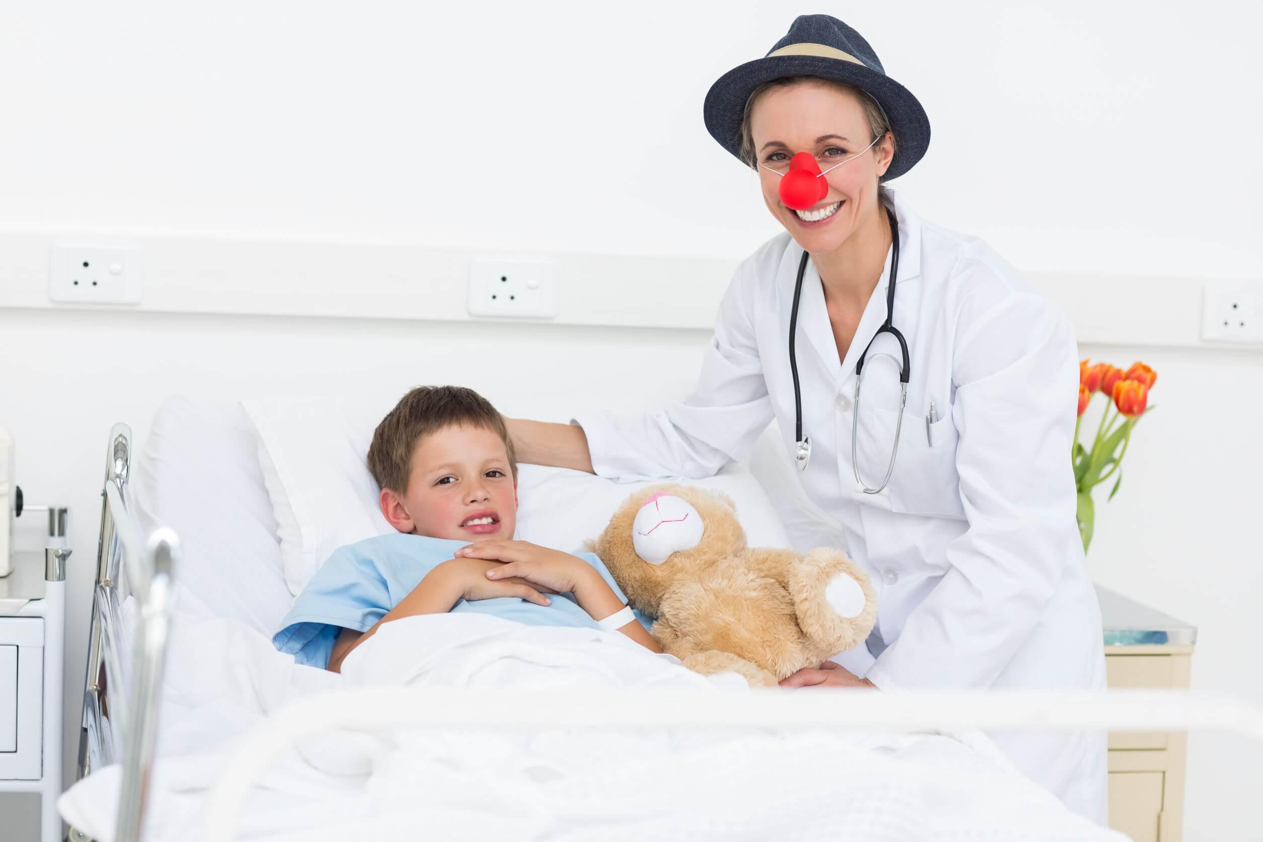 Los beneficios de reír ayudan a pacientes pediátricos.