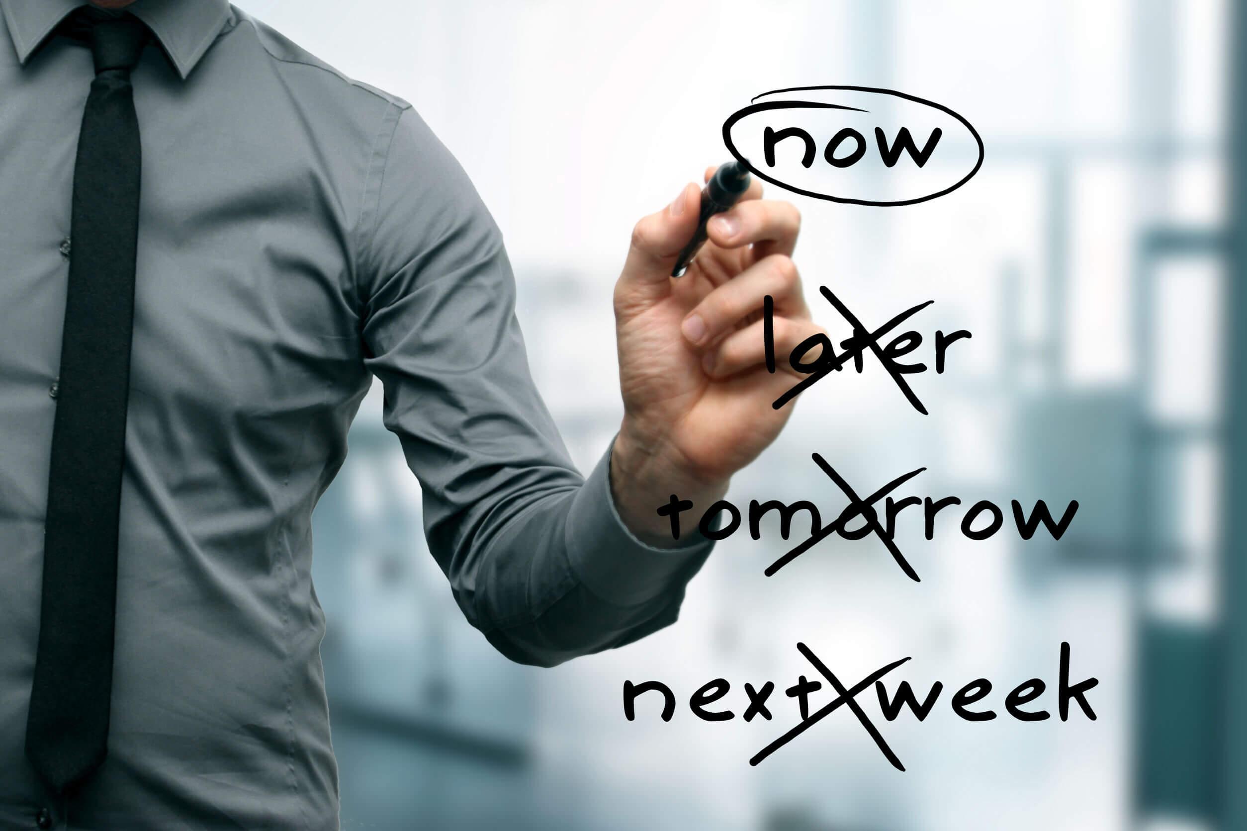 Las claves para gestionar el tiempo incluyen no procrastinar.