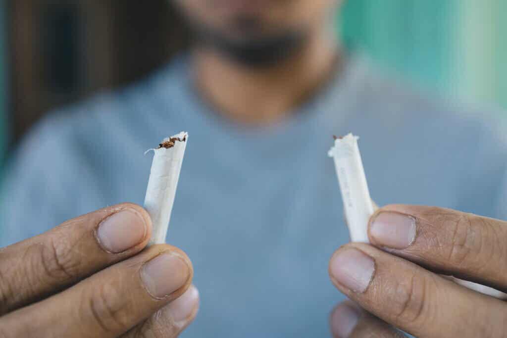 Dejar el cigarrillo como tratamiento para el asma.