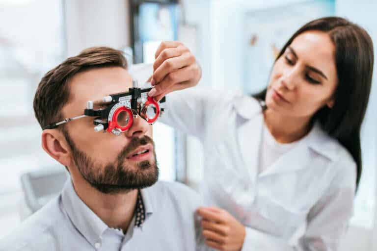 Myopia: Symptoms, Causes and Treatment