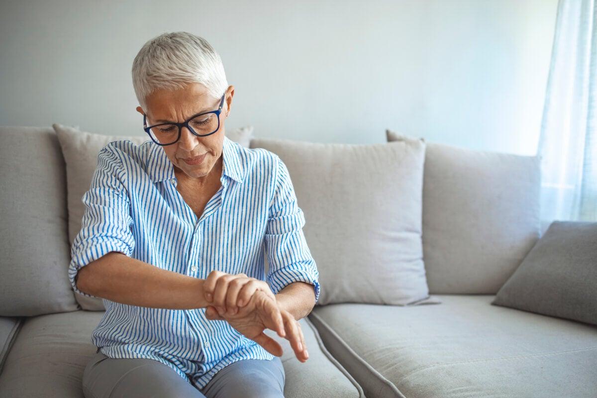 La menopausia prematura puede ocasionar osteoporosis
