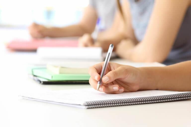 Los 6 beneficios de escribir a mano para el cerebro