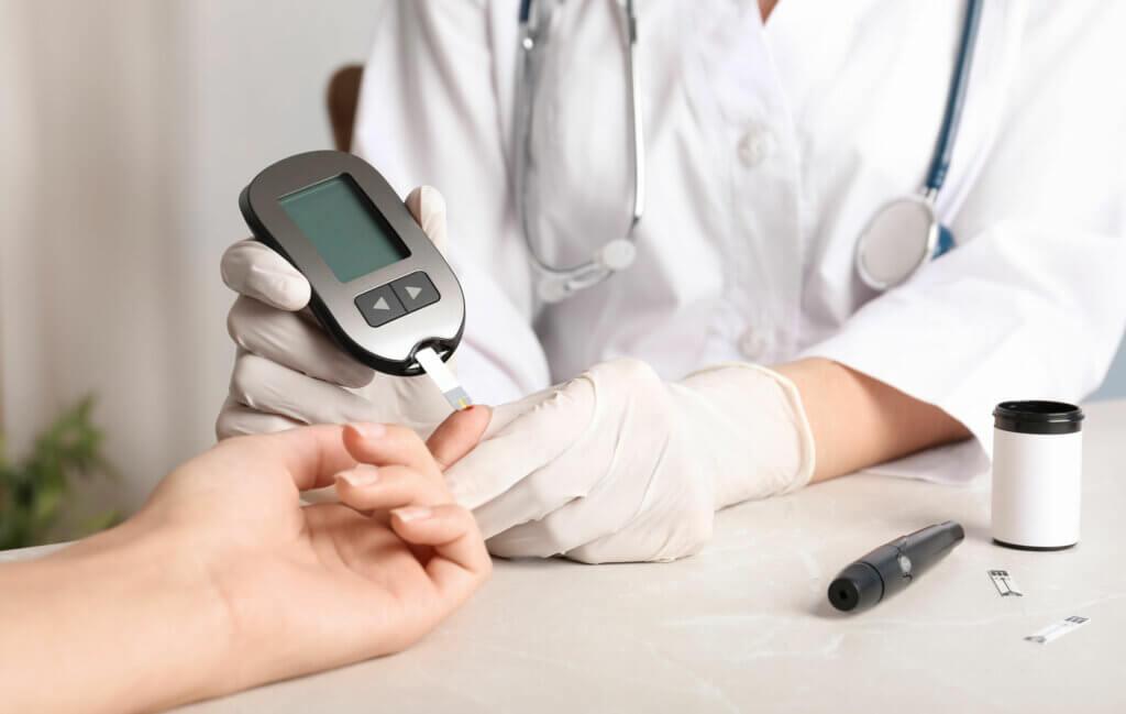 Como a hipoglicemia é diagnosticada