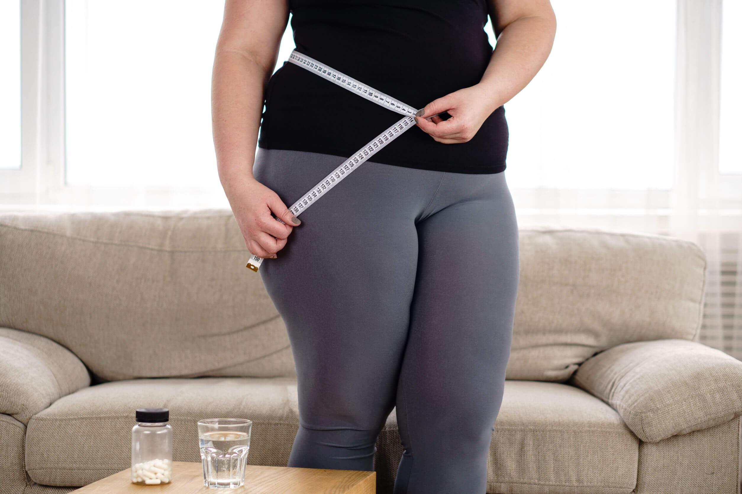 As causas e fatores de risco para o diabetes tipo 2 incluem excesso de peso e obesidade.