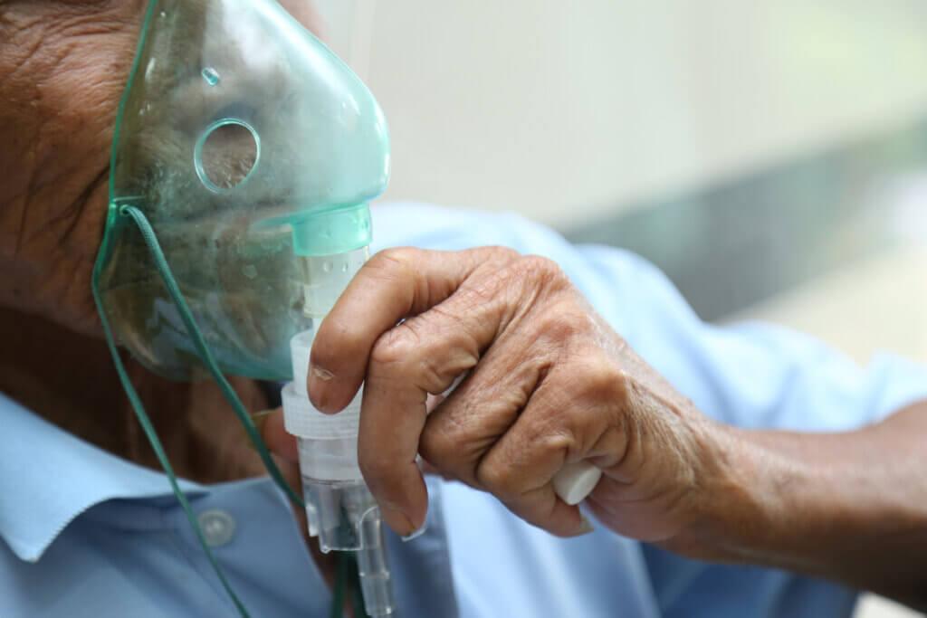 Máscara de oxígeno para EPOC.