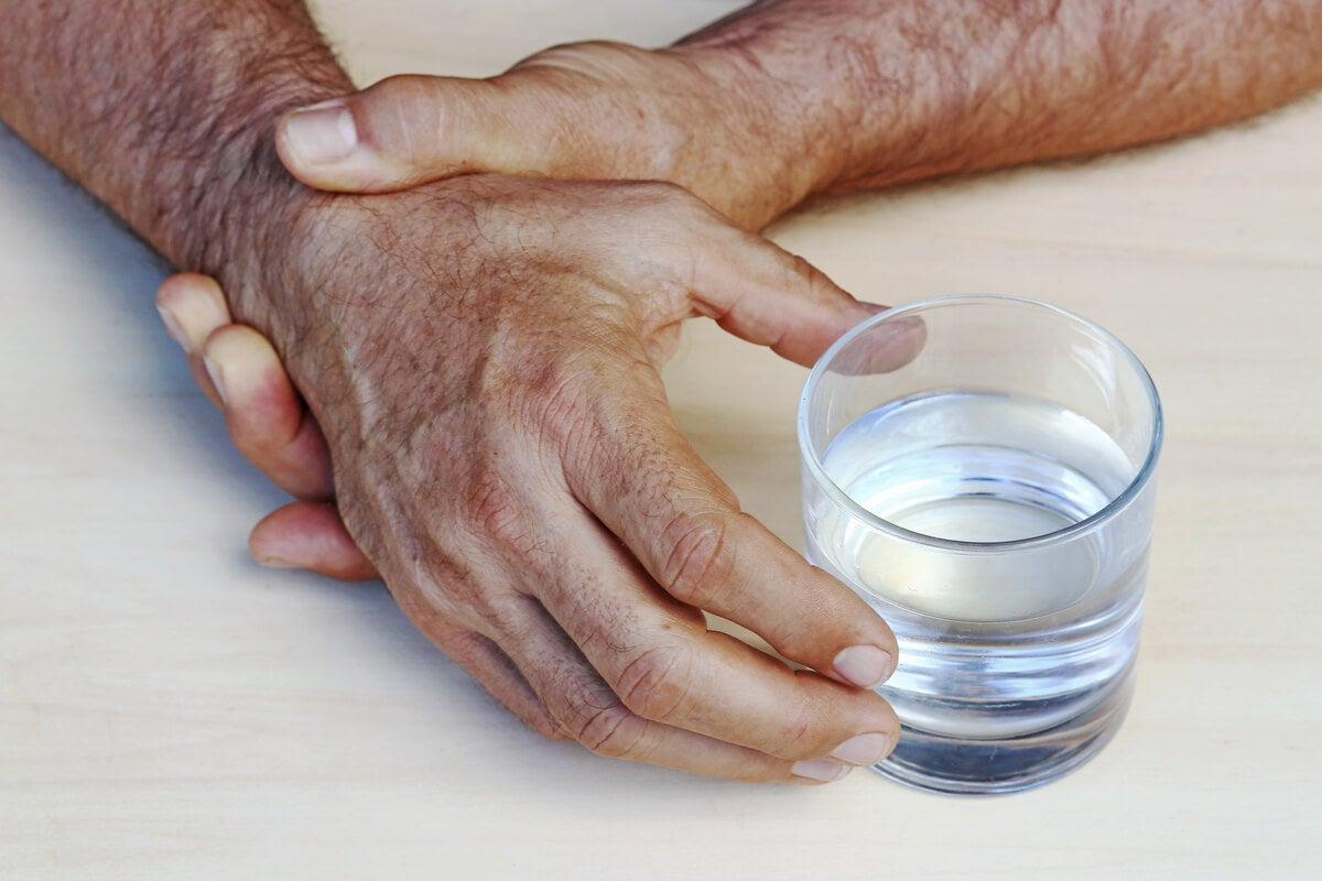 Symptoms of Parkinson's disease include tremor