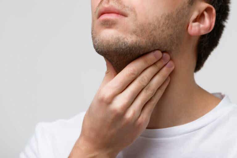 Che cos'è la tiroidite?