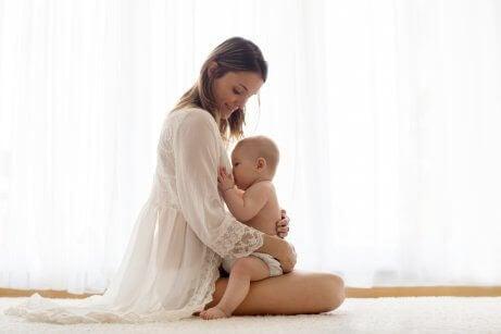 Allattamento al seno: benefici e consigli