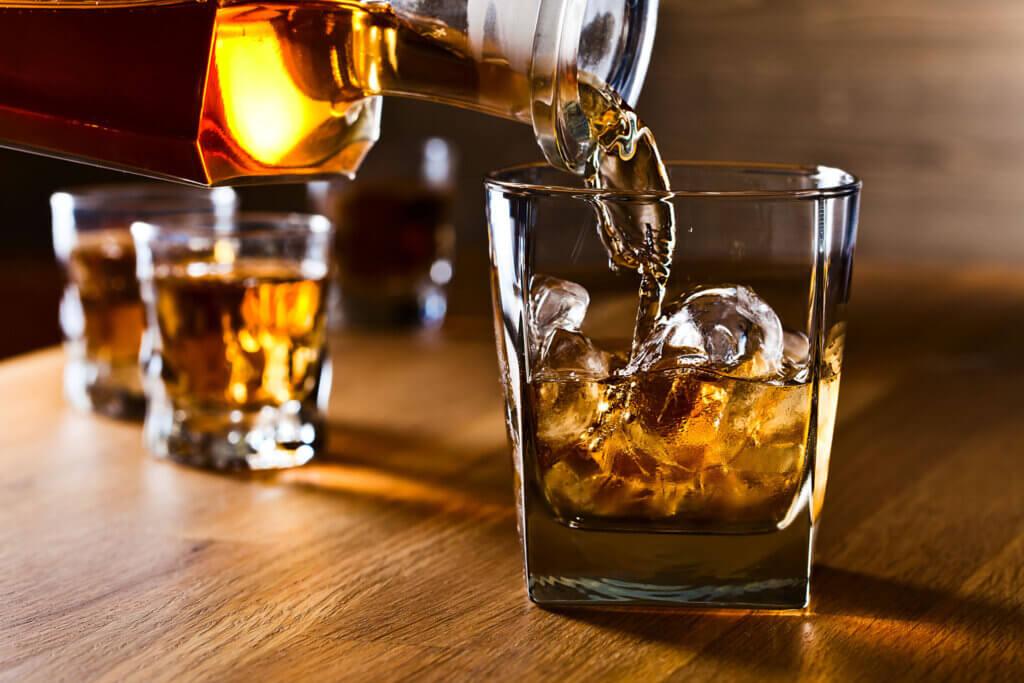 In che modo l'alcol influisce sulla funzione tiroidea?