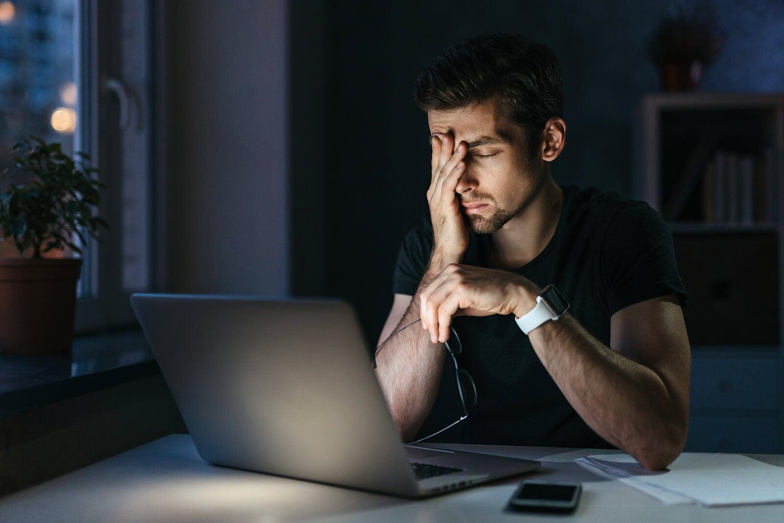 Las diferencias entre migraña y cefalea incluyen los síntomas